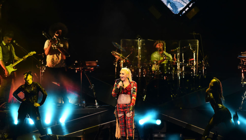 Gwen Stefani - Hollywood Casino Amphitheater - Tinley Park, IL - 8/09/2016 - Photo © 2016 by: Roman Sobus