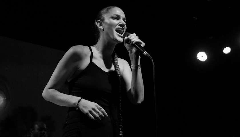 Niia Live at Schubas